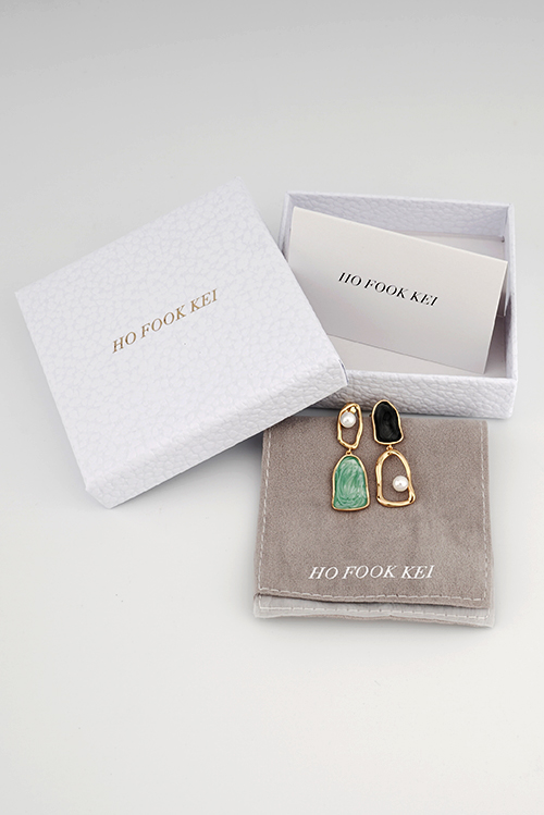 HO-FOOK-KEI-Asymmetric-Epoxy-Resin-Sterling-Silver-Earrings-packing-details